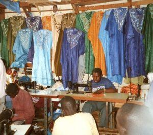 Kleider-Spenden vernichten Jobs in Afrika